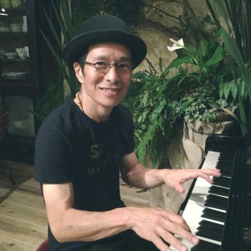 愛知県を中心に活動するピアニスト、編曲家。神様と子供と山とビートルズが好き。