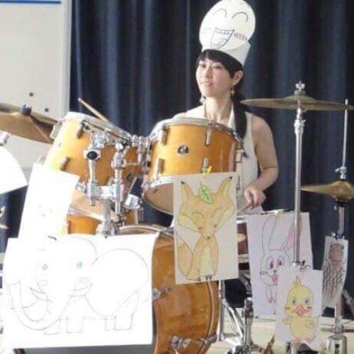★三才よりマリンバをはじめ、ヤマハプロコースドラム科卒業後、ご縁を頂いた方と心から繋がる演奏を目指してやっております